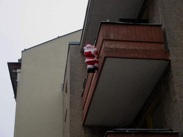 """""""Nikolaus am Balkon"""", © Friedhelm Denkeler 2002"""