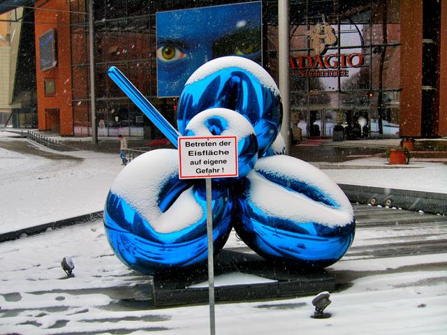 """""""Blaue Blume im Schnee"""", Foto © Friedhelm Denkeler 2006"""