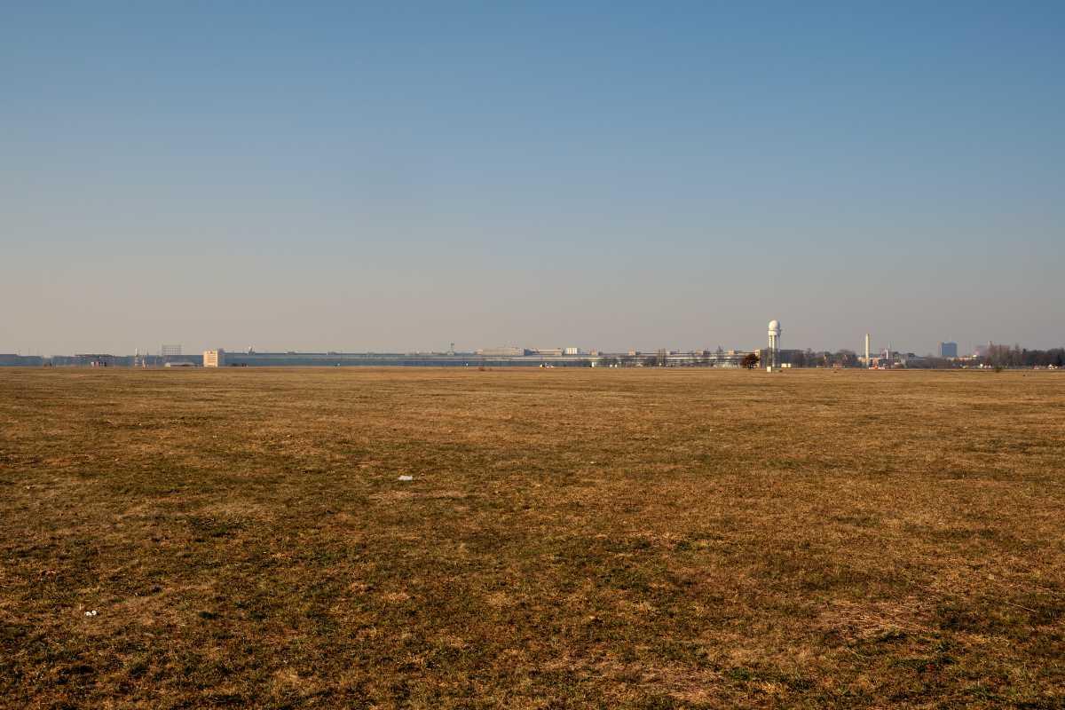 »Tempelhofer Feld« (ehemalig Flughafen Tempelhof), Foto © Friedhelm Denkeler 2011