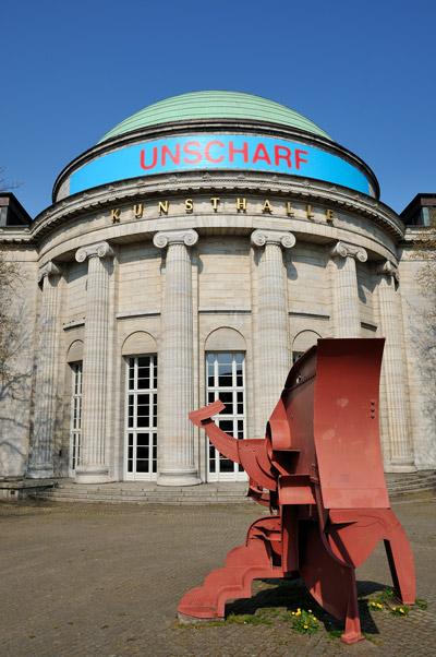 """""""Hamburger Kunsthalle mit 'Kleiner Zyklop' von Bernhard Luginbühl, 1929"""", Foto © Friedhelm Denkeler 2011"""