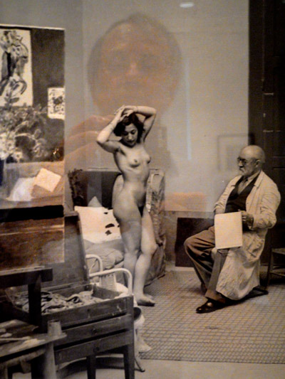 """""""Spiegelung in Brassais 'Lydia Delectorskaya im Atelier von Henri Matisse in der Villa d'Alésia, Paris'"""", Foto © Friedhelm Denkeler 2011"""