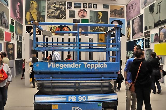 """""""Documenta 13: Der Fliegende Teppich (mit Arbeiten von Yan Lei)"""", Foto © Friedhelm Denkeler 2012"""