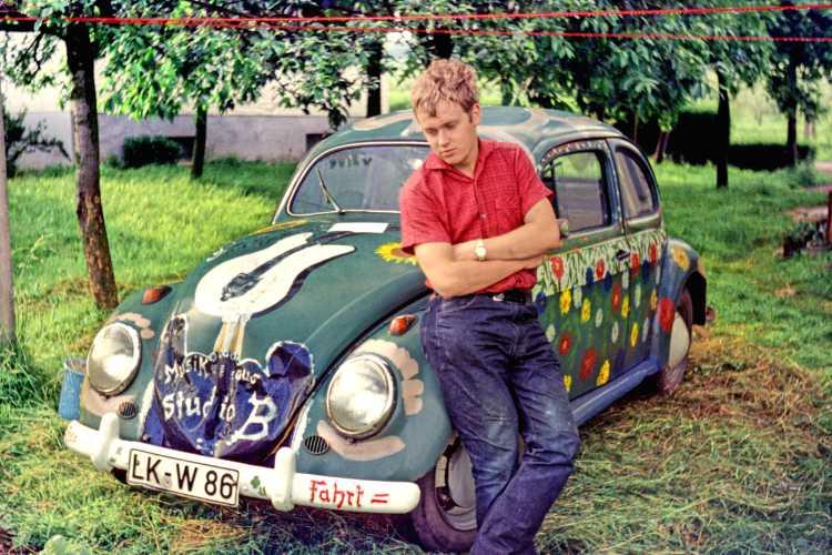 »Flower-Power-Rebell«, 1967, Friedhelm Vienops pop-bemalter ›Eduard‹, Foto © Friedhelm Denkeler 1967