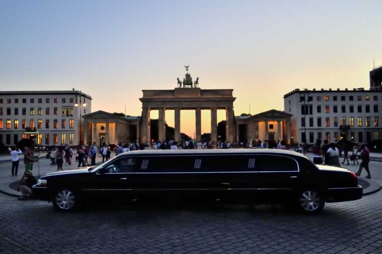 »Strechlimousine vor dem Brandenburger Tor«, Foto © Friedhelm Denkeler 2012