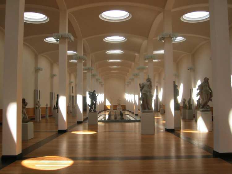»Eingangshalle der Gemäldegalerie im Kulturforum Berlin«, aus dem Portfolio »Sonntagsbilder«, Foto © Friedhelm Denkeler 2003