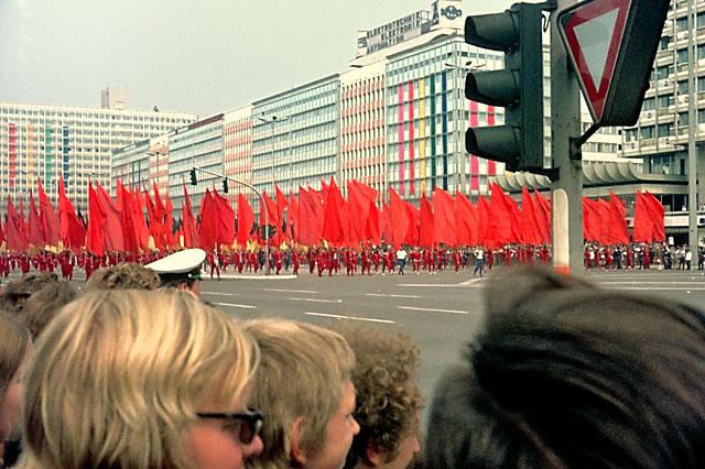 """""""Demonstration der DDR-Jugend"""", Foto © Friedhelm Denkeler 1973"""