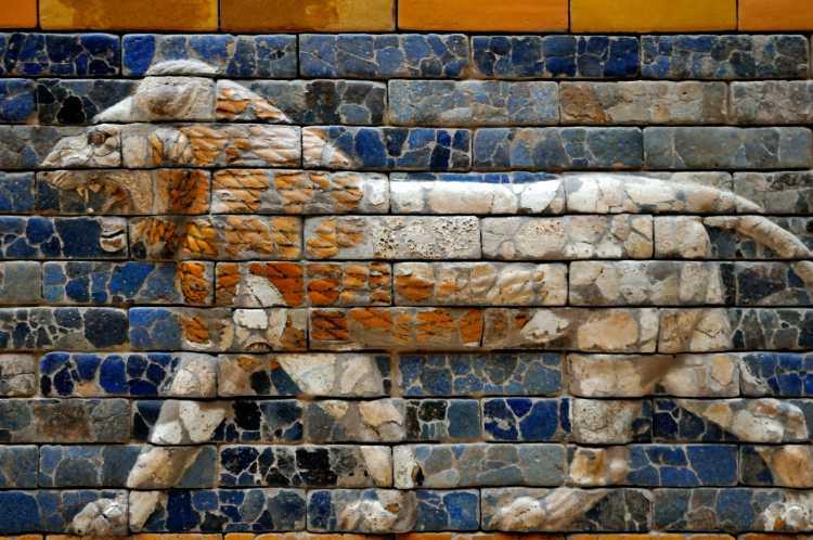 »Löwe am Ischtar-Tor« (Symbol der Göttin Ischtar), Pergamon-Museum Berlin, Foto © Friedhelm Denkeler 2013