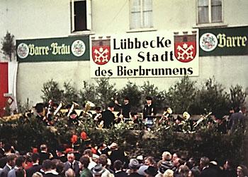 """""""Lübbecke – Die Stadt des Bierbrunnens"""", Foto © Friedhelm Denkeler 1963"""