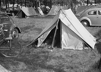 """Auf dem Campingplatz in Hüde (Dümmer-See)"", Foto © Friedhelm Denkeler 1963"
