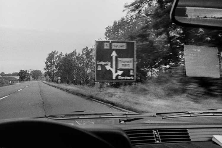 »Immer schön auf der Transitstrecke bleiben!«, aus »On The Road«, Foto © Friedhelm Denkeler 1984