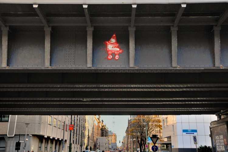 »Bahnbrücke an der Planckstraße«, Berlin-Mitte, aus dem Portfolio »Stadtverschönerung«, Foto © Friedhelm Denkeler 2013