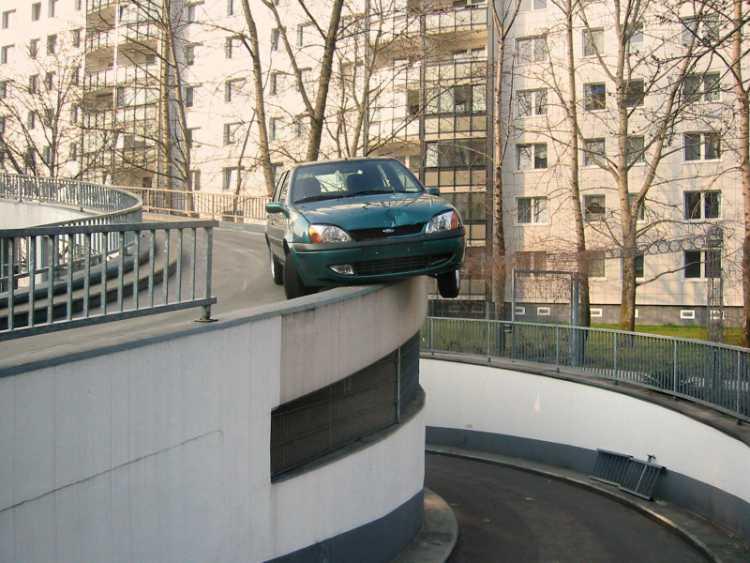 »Eigenwilliger Parkplatz«, Foto © Friedhelm Denkeler 2003