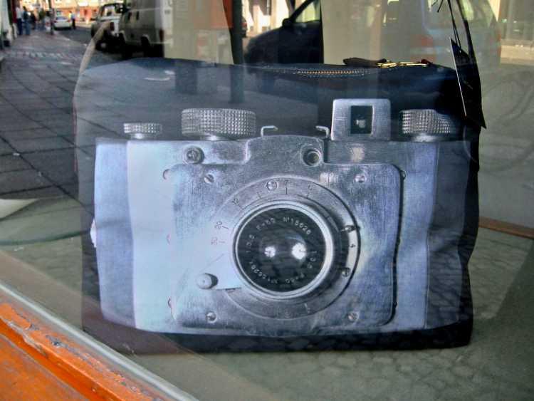 »Foto-Handtasche«, Foto © Friedhelm Denkeler 2003