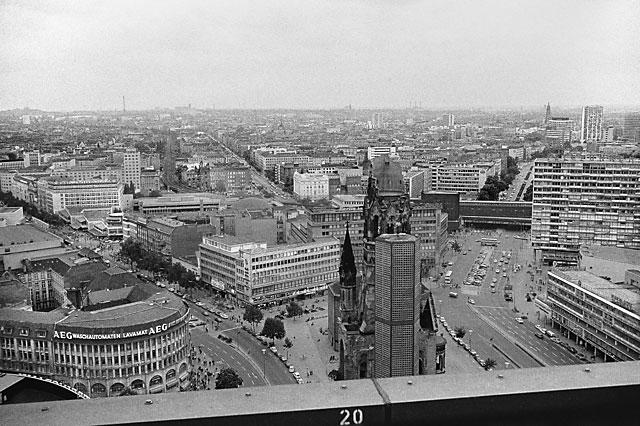 """""""Blick vom Europa-Center auf den Breitscheidplatz"""", Foto © Friedhelm Denkeler 1976"""