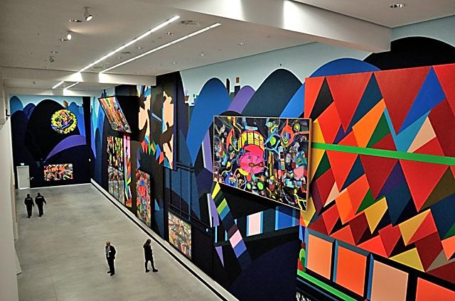 """""""Die Eingangshalle der Berlinischen Galerie mit 'Hügel und Zweifel' von Franz Ackermann"""", Foto © Friedhelm Denkeler 2014"""