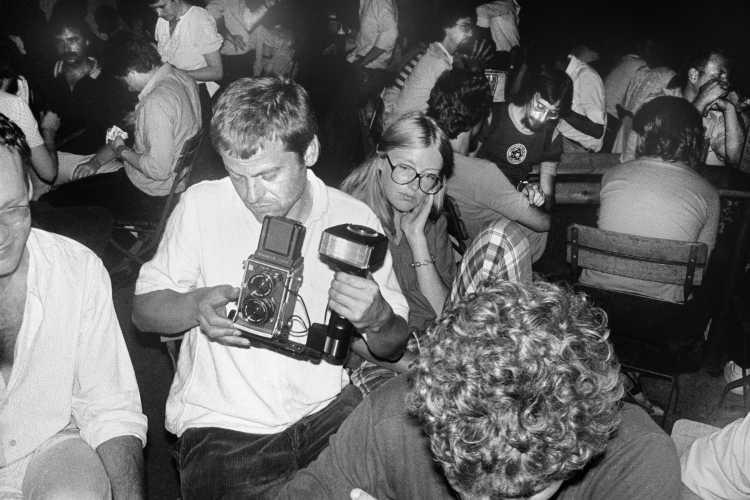 Michael Schmidt in einem Gartenlokal in Köln anlässlich der Ausstellung »Michael Schmidt und Schüler« in der Galerie der DGPh am 2. August 1980, Foto © Friedhelm Denkeler 1980