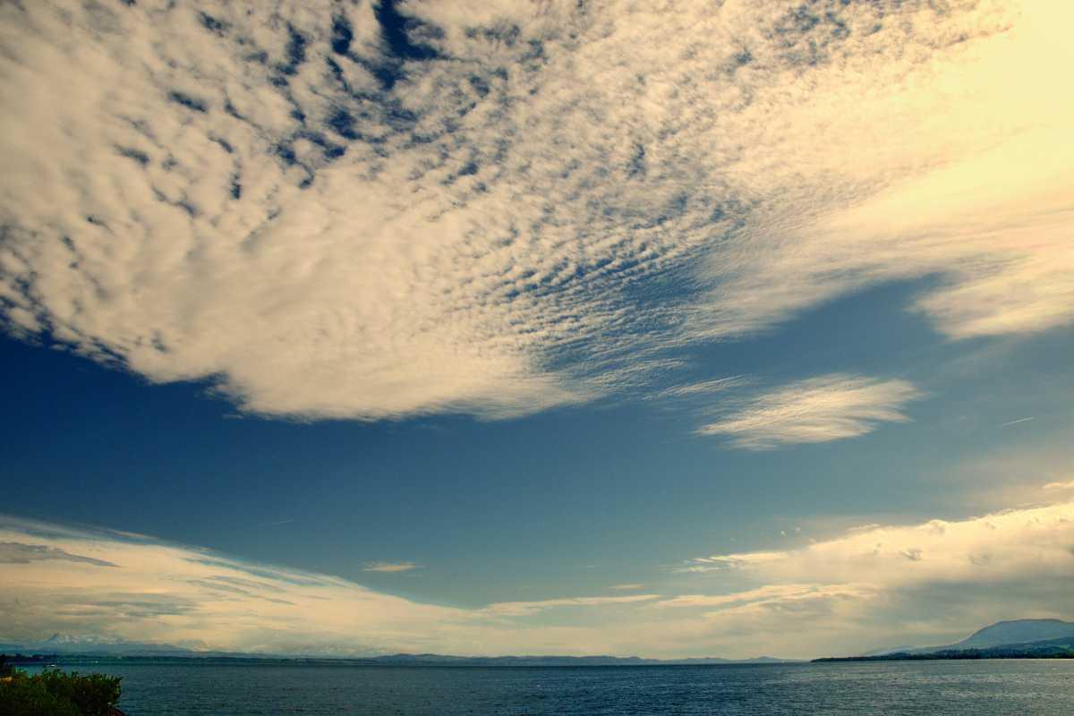 »Cirruswolken über dem Lac de Neuchâtel«, Neuchâtel, Schweiz, Foto © Friedhelm Denkeler 2014