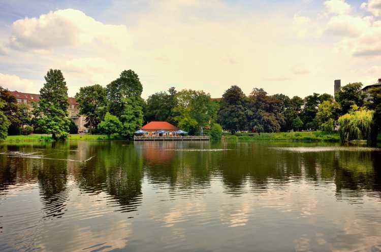 »Lietzensee mit Bootshaus Stella«, Foto © Friedhelm Denkeler 2014