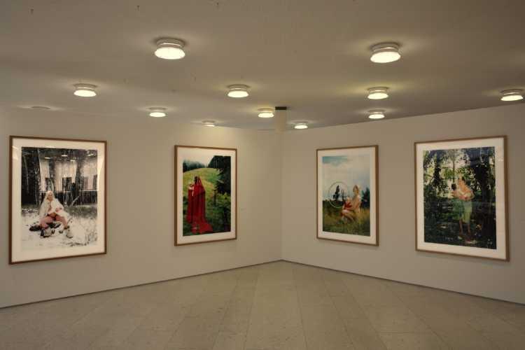 Katharina Bosse: »A Portrait of The Artist As A Young Mother«, 2005 – 2007, Die Bielfelder Schule. Fotografie im Kontext, Alte Stadtbibliothek Bielefeld, Foto © Friedhelm Denkeler 2014
