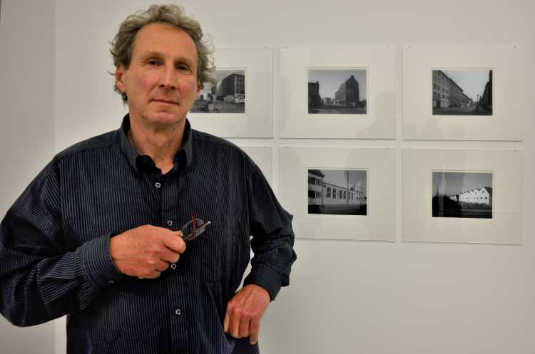 """Ulrich Wüst in der Loock Galerie"" (Ausstellung: ""Übergänge"", hier: Magdeburg), Foto © Friedhelm Denkeler 2014"