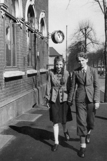 """""""Elf Uhr unter der Normaluhr: Die erste Liebe"""", Archiv © Friedhelm Denkeler 1947"""