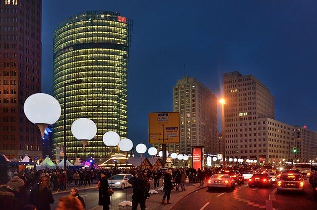 """""""Die Lichtgrenze am Potsdamer Platz"""", Foto © Friedhelm Denkeler 2014"""