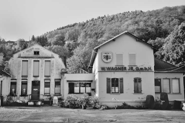 »Stimmnägel-Fabrik W. Wagner jr. GmbH mit der Schutzmarke 'Biene'«, aus dem Portfolio »Köbbinghauser Hammer«, 2014