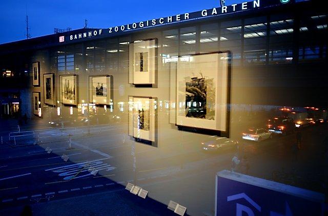 Blick aus der Galerie C|O auf den Bahnhof Zoo (Ausstellung Will McBride), Foto © Friedhelm Denkeler 2014