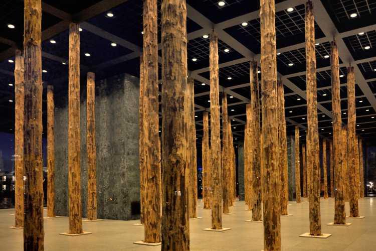 David Chipperfield – Sticks and Stones, eine Intervention in der Neuen Nationalgalerie Berlin, Foto © Friedhelm Denkeler 2014