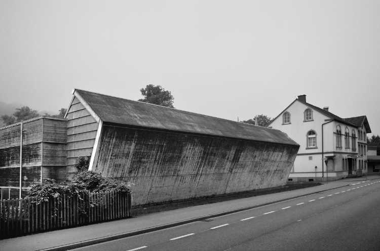 »Schräge Halle am Sophienhammer II«, aus dem Portfolio »Köbbinghauser Hammer«, 2014, Foto © Friedhelm Denkeler 2010