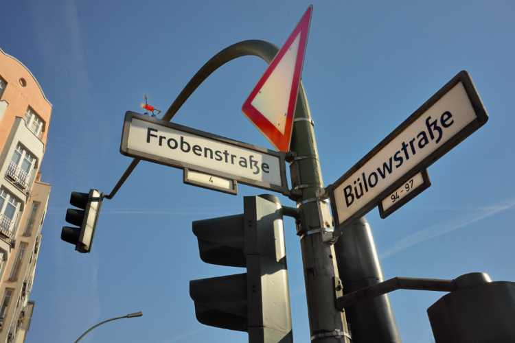 »Ein Korkmännchen an der Bülowstraße», Berlin-Schöneberg, Foto © Friedhelm Denkeler2015