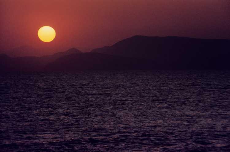 »Sonnenuntergang auf Hydra«, aus dem Portfolio »Erinnerungen – Ein Leben in Bildern«: »Reiseerinnerungen 1973 bis 1979«: »Hydra«, Foto © Friedhelm Denkeler 1975
