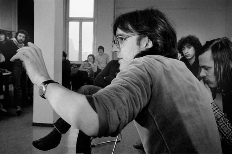 »Thomas Leuner während des Workshop mit Andre Gelpke in der Werkstatt für Photographie am 06.12.1980« Foto © Friedhelm Denkeler 1980