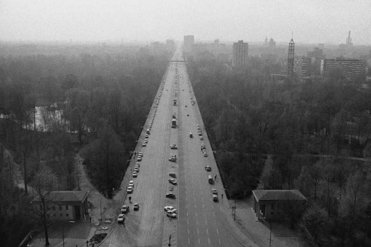 »Blick von der Siegessäule auf die Berliner Ost-West-Achse Richtung Westen«, Foto © Friedhelm Denkeler 1976