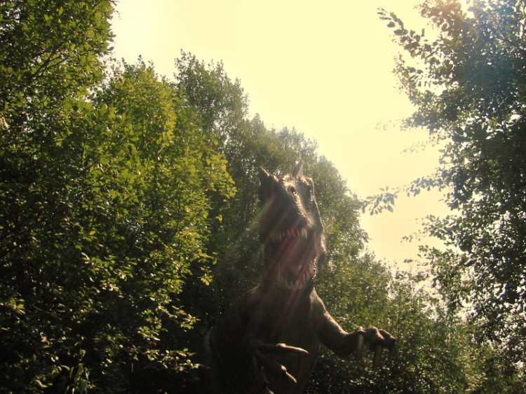 »Schrecken am Sonntagvormittag«, Dinosaurierpark, Münchehagen, Foto © Friedhelm Denkeler 2003