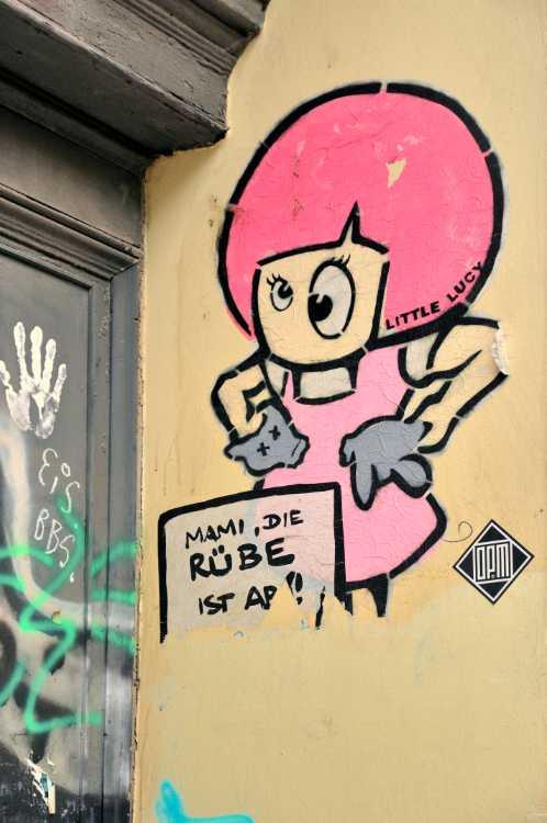 »Little Lucy im Prenzlauer Berg«, Berlin, Street Art Künstler »El Bocho«, Foto © Friedhelm Denkeler 2013