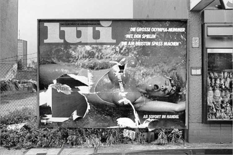 »Lui – Die große Olympia-Nummer«, Werbeplakat der Zeitschrift »Lui«, August 1984, Berlin-Neukölln, aus dem Portfolio »Das Olympia-Projekt – Die Sommerspiele 1984 in Neukölln«, Foto © Friedhelm Denkeler 1984