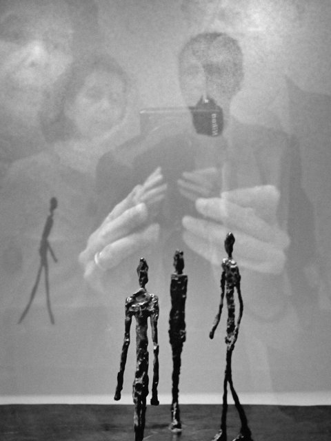 """""""Selbst 2+3 mit Giacometti 3+1"""" (Berggruen-Museum, Berlin), aus """"Schatten und Spiegel"""", Foto © Friedhelm Denkeler 2013"""
