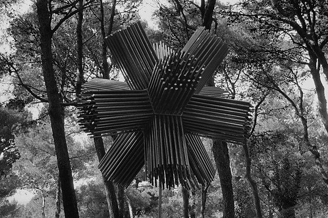 """""""Dodekaeder"""", Skulpturenpark der Villa March in Cala Ratjada, Aus der Serie """"Eine Mallorquinische Nacht. Cala Ratjada – Photographien aus der Vorsaison"""", Foto © Friedhelm Denkeler 1993"""