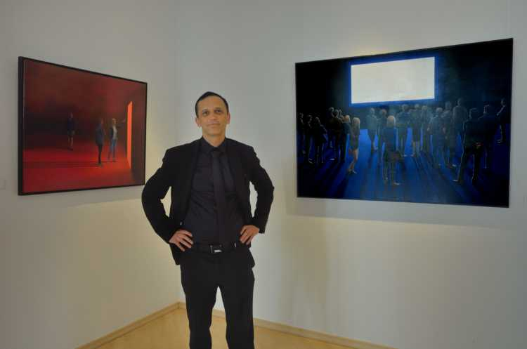 "Aleksander Gudalo mit »Screen 3« (li.) und »Screen 1«"" (re.), Ausstellung »momenta« im Roxy-Palast, Berlin-Friedenau. Foto © Friedhelm Denkeler 2018"