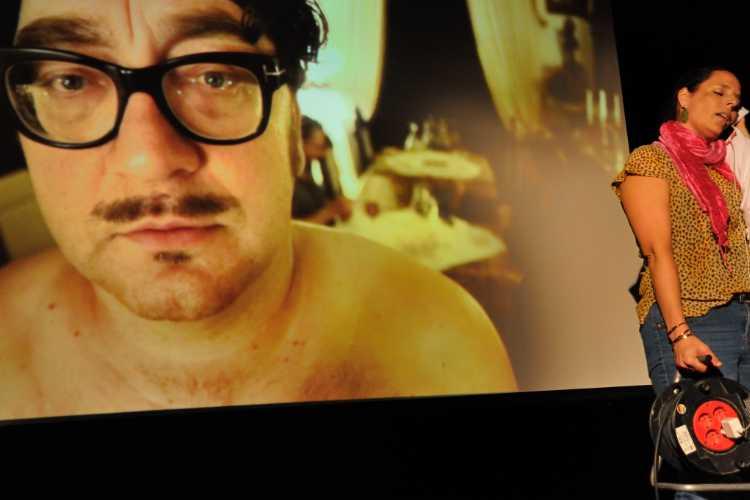 Heiko Pinkowski (Film) und Stefanie C. Braun (live), Berlin-Premiere »The Bear/ La voix humaine« von Axel Ranisch im Theater »KLICK-O-TonArt«, Foto © Friedhelm Denkeler 2018