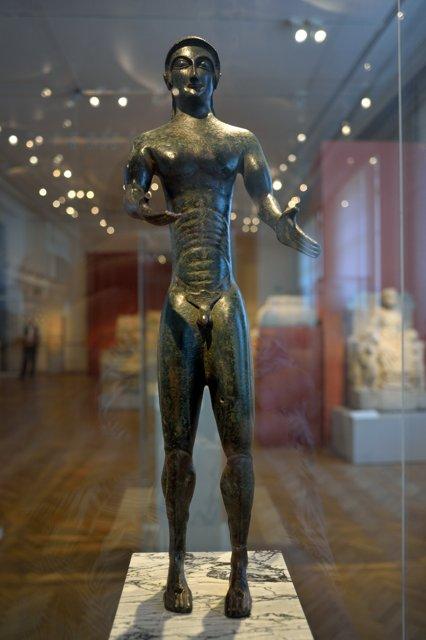 """""""Statuette eines nackten Jüngling"""", 1827 aus Slg. Oddi, Perugia (Italien), Bronze, um 500 v. Chr., Foto © Friedhelm Denkeler 2018"""