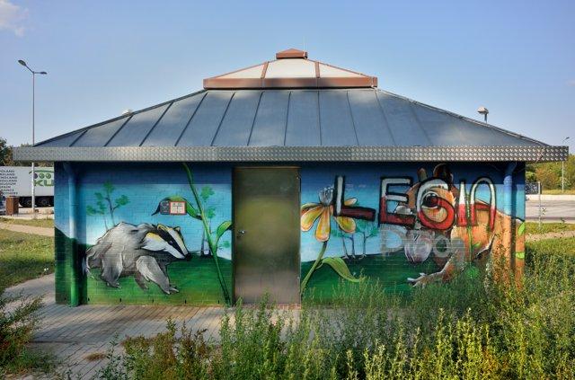 »Der Dachs vom Fuchsgrund«, Foto © Friedhelm Denkeler 2018 (gefunden an der Autobahn A2, Wandgestaltung von Stefan Lange, myourals.com)