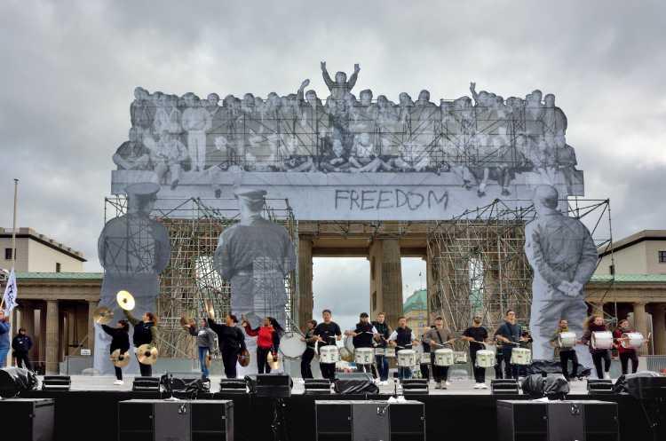 »Das Brandenburger Tor mit der Installation von JR«, Foto © Friedhelm Denkeler 2018