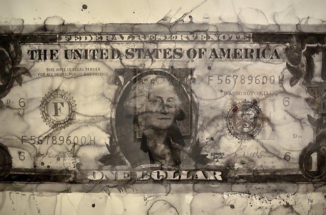 »One Dollar Bill« (Ausschnitt), 2006, Yan Pei-Ming, Aquarell auf Papier, Ausstellung »The World on Paper – Deutsche Bank Collection«, PalaisPopulaire, Unter den Linden, Berlin