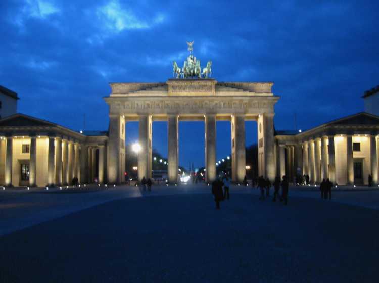 »Pariser Platz mit Brandenbuger Tor«, Berlin, aus dem Portfolio und Künstlerbuch »Sonntagsbilder«, Foto © Friedhelm Denkeler 2007