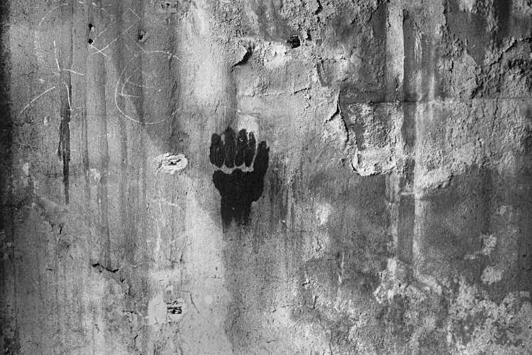 »Drei Finger sind eine Faust«, Foto © Friedhelm Denkeler 1982