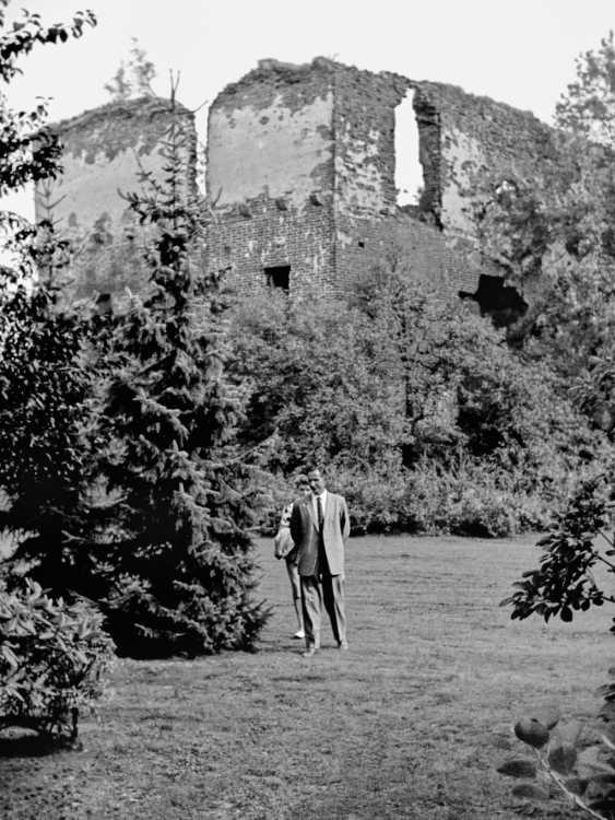 »Sonntagsausflug zur Burgruine Rahden« Foto © Friedhelm Denkeler 1966