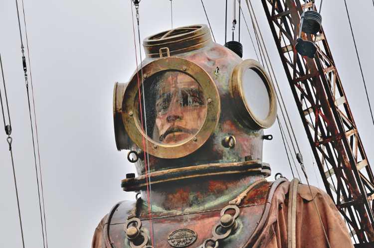 »Die kleine Riesin und der Tiefseetaucher«,, Zweiter Tag »Die Wiedervereinigung«,  Foto © Friedhelm Denkeler 2009