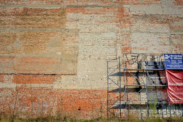 »Brandmauer an der ehemaligen Enke-Farbrik« (Cottbus), Foto © Friedhelm Denkeler 2019